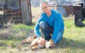 Michael Schierack mit Hund Arthos. - Foto: Frank Ossenbrink