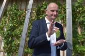 Brandenburgs Ministerpräsident Dietmar Woidke (SPD) will im Falle eines Siegs bei der Landtagswahl am 14. September sowohl mit der derzeit mitregierenden Linken als auch mit der CDU Gespräche über eine mögliche Regierungsbildung führen.
