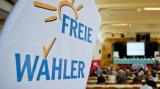 Ein Aufsteller mit der Aufschrift «Freie Wähler». Die Freien Wähler wollen mehr Rechte einklagen. Foto: Daniel Karmann/Archiv (Quelle: dpa)