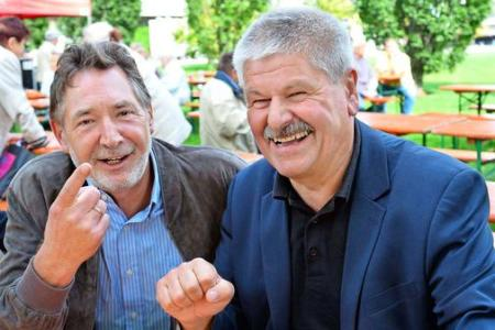 Jann Jakobs (l.) und Hans-Jürgen Scharfenberg: Linkes Gipfeltreffen beim Sommerfest brachte viel Einigkeit und ein wenig Streit. Quelle:  Christel Köster